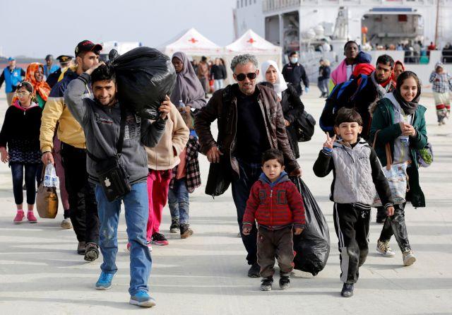 Καμπανάκι της Κομισιόν για τις μετεγκαταστάσεις προσφύγων σε Ελλάδα   tanea.gr