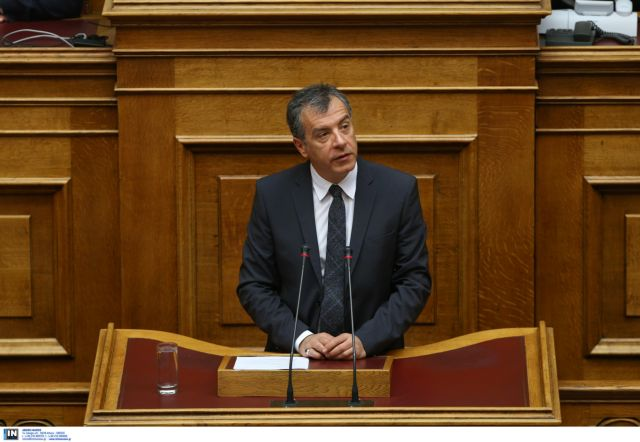 Θεοδωράκης: Δεν θα χαριστούμε σ' όσους βλέπουν ψήφους πίσω από την ασέβεια στους νεκρούς | tanea.gr
