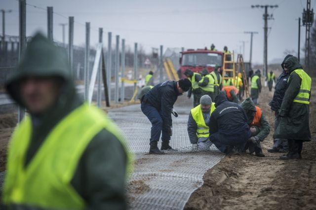Εως τα τέλη Μαΐου ο νέος ηλεκτροφόρος φράχτης στα σύνορα της Ουγγαρίας | tanea.gr