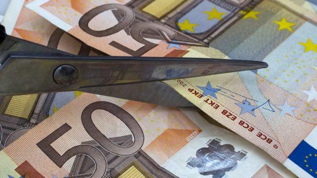 Ελλάδα: Μείωση μισθών κατά 3,1% τον χρόνο για το διάστημα 2009 - 2016   tanea.gr