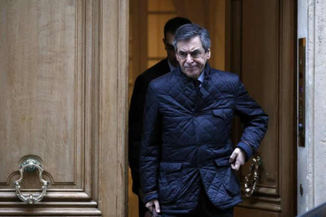 Γαλλία: Ο Φιγιόν εμφανίστηκε μια μέρα νωρίτερα ενώπιον των δικαστών   tanea.gr