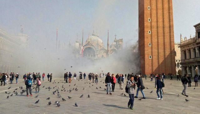 Επίδοξοι ληστές έριξαν καπνογόνα στην πλατεία του Αγίου Μάρκου στη Βενετία   tanea.gr