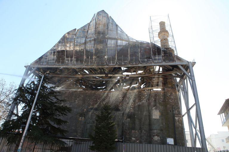 Αρχαιολόγοι: «Μη αναστρέψιμη απώλεια η καταστροφή του τεμένους Βαγιαζήτ» | tanea.gr
