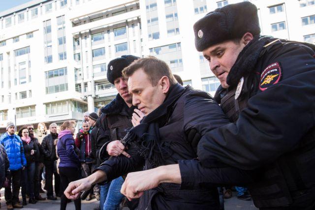 ΕΕ καλεί Μόσχα να απελευθερώσει τον ηγέτη της αντιπολίτευσης και τους διαδηλωτές | tanea.gr