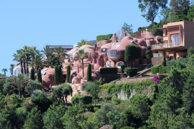 Ποιός θα αγοράσει το «Παλάτι των Φυσσαλίδων»;   tanea.gr