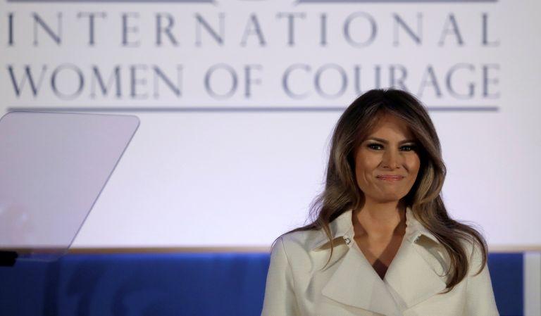 Η Μελάνια Τραμπ, σε μια σπάνια εμφάνισή της, άσκησε τα καθήκοντα της Πρώτης Κυρίας | tanea.gr
