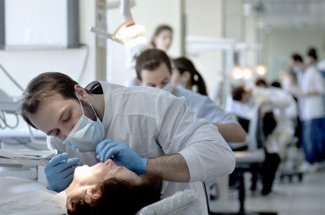 Σήμα κινδύνου για την Οδοντιατρική Σχολή Αθηνών   tanea.gr