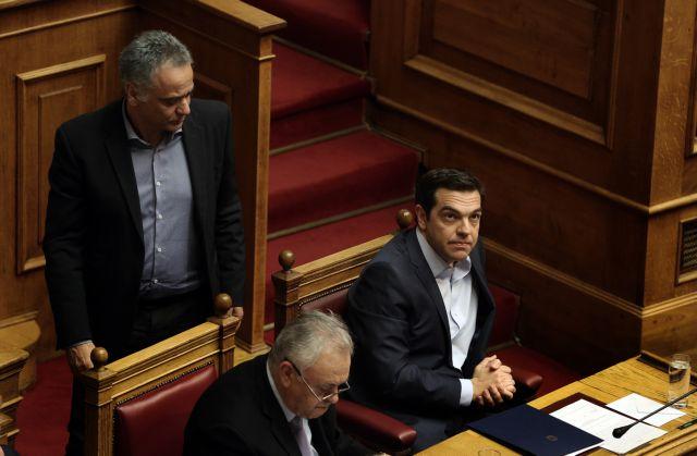 Οι σιωπηλοί βουλευτές τρομάζουν το Μαξίμου | tanea.gr