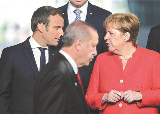 Ενας ηγέτης σε όλο και μεγαλύτερη απομόνωση | tanea.gr