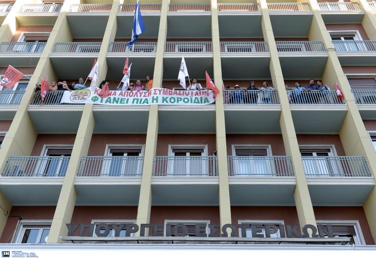 ΠΟΕ-ΟΤΑ: Διαμαρτυρία στο υπ. Εσωτερικών για τους συμβασιούχους | tanea.gr