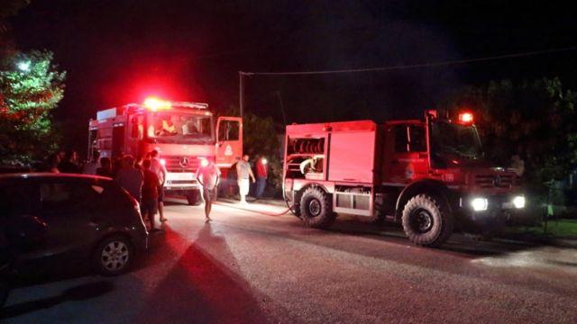 Υπό μερικό έλεγχο η πυρκαγιά στα όρια του Αλσους Βεΐκου στο Γαλάτσι | tanea.gr