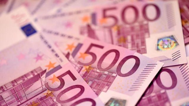 Γενεύη: Βούλωσαν τις τουαλέτες με 100.000 σε 500ευρα   tanea.gr