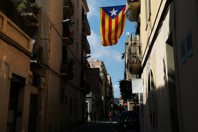 Καταλωνία: Αυτονομιστές πιέζουν τον Πουτζντεμόν να επιβεβαιώσει την ανεξαρτησία | tanea.gr