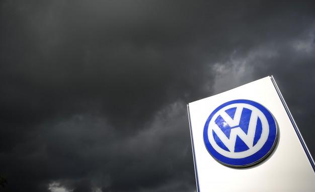 Νέες έρευνες της Κομισιόν σε Mercedes και VW για τη σύσταση καρτέλ   tanea.gr