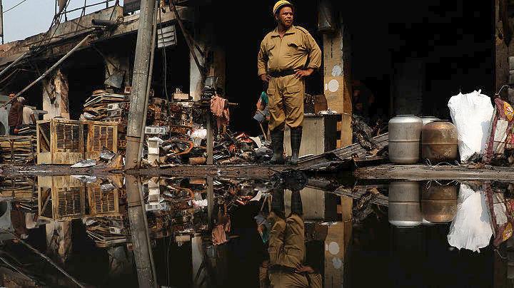 Ινδονησία: Στους 47 οι νεκροί από έκρηξη σε εργοστάσιο κατασκευής πυροτεχνημάτων | tanea.gr