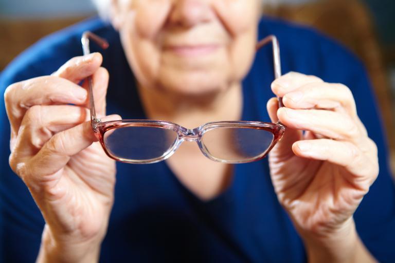 Γυαλιά χωρίς προπληρωμή για ασφαλισμένους του ΕΟΠΥΥ   tanea.gr