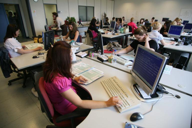 Να «υιοθετούν» νέους εργαζόμενους θα μπορούν επιχειρήσεις | tanea.gr