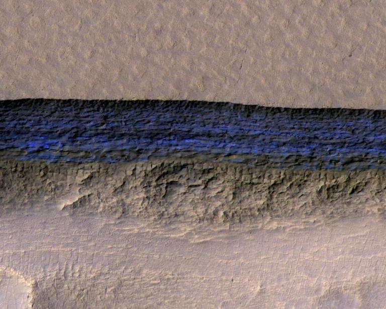Ανακαλύφθηκαν μεγάλα αποθέματα παγωμένου νερού στον Αρη   tanea.gr
