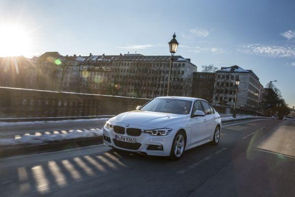 BMW 330e Plug-in Hybrid: Εναλλακτικός οικολόγος! | tanea.gr
