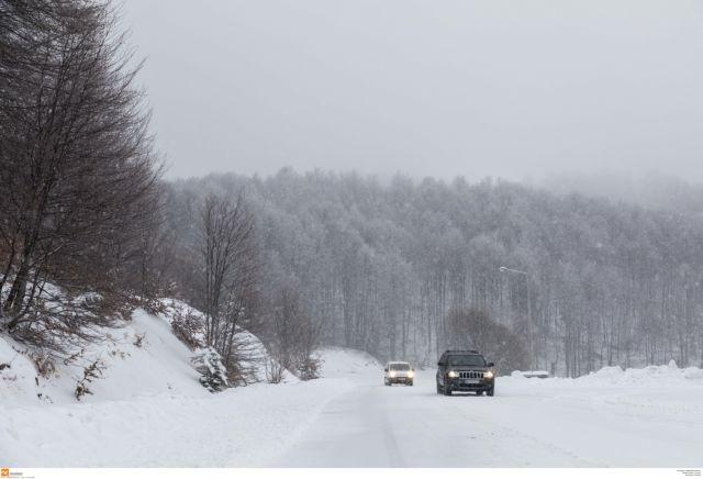 Προβλήματα λόγω χιονιού και βροχής- Πού χρειάζονται αλυσίδες | tanea.gr