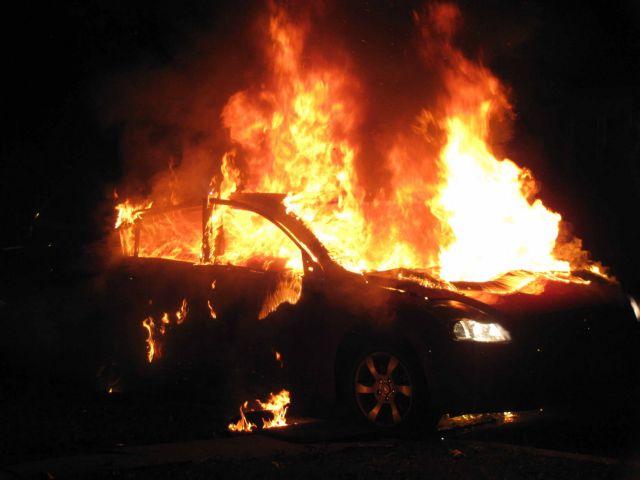 Εκαψαν τρία οχήματα στο Ψυχικό | tanea.gr