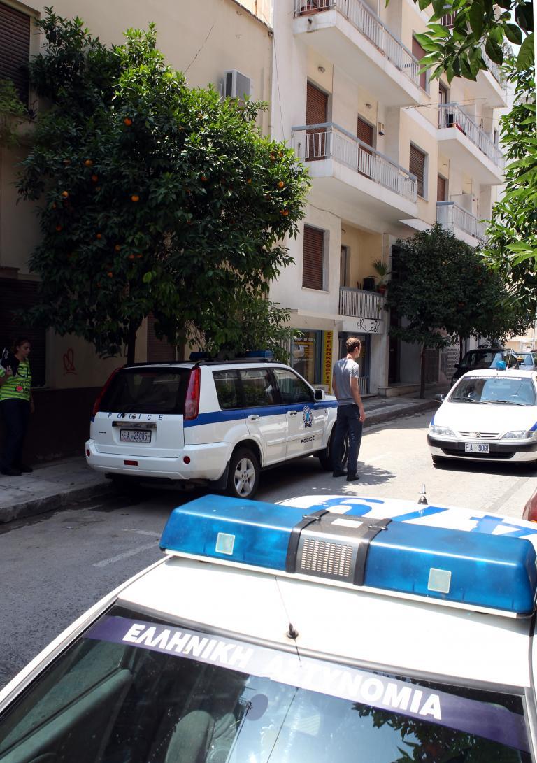 Εβαλε το 4χρονο παιδί του στο άλλο δωμάτιο και αυτοκτόνησε | tanea.gr