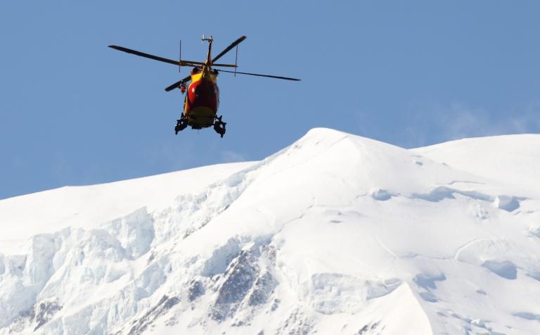 Ελβετία: Σκιέρ παρασύρθηκαν από χιονοστιβάδα - δύο τραυματίες | tanea.gr