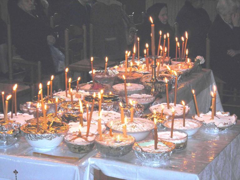 Οι εφοριακοί έκαναν έλεγχο σε μνημόσυνο για τα... κόλλυβα | tanea.gr