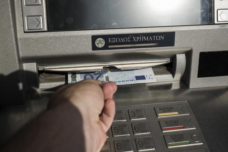 Capital Controls: Αυξάνεται από την Πέμπτη το μηνιαίο όριο ανάληψης μετρητών | tanea.gr