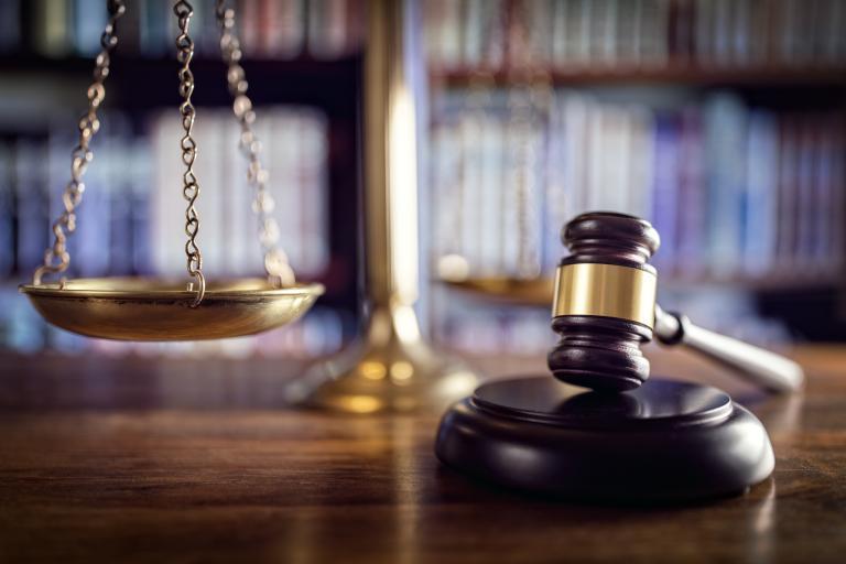 Οι μειώσεις μισθών των δικαστών δεν απειλούν την ανεξαρτησία τους | tanea.gr