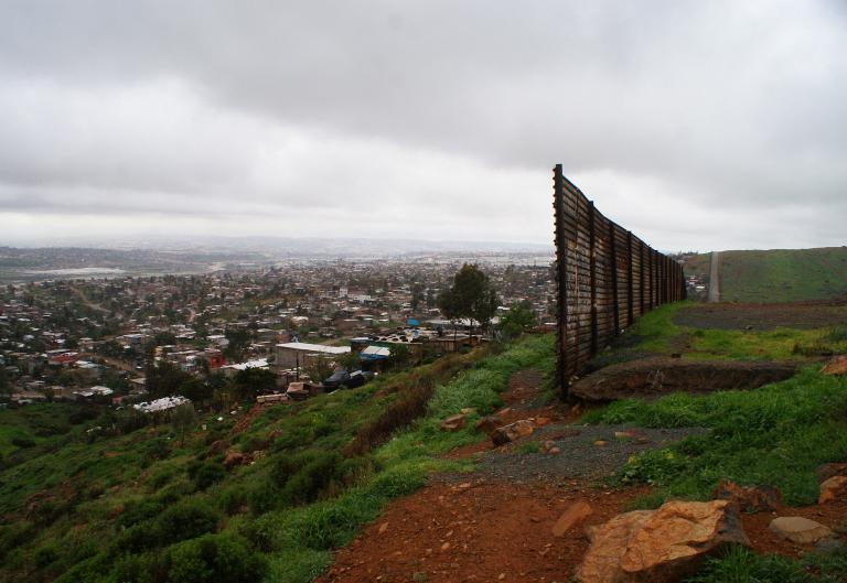 ΗΠΑ: Δικαστής με μεξικανική καταγωγή υπέρ της κατασκευής του τείχους   tanea.gr