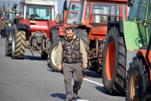 Αποχώρησαν από το μπλόκο του Πλατύκαμπου οι αγρότες   tanea.gr