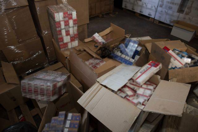 Θεσσαλονίκη: Κατασχέθηκαν 4.000 λαθραία πακέτα τσιγάρα από διαμέρισμα | tanea.gr