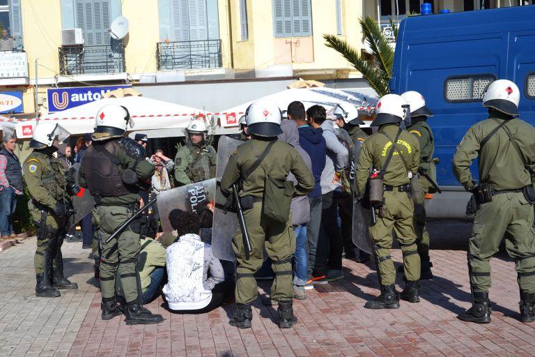 Μυτιλήνη: Συλλήψεις μεταναστών για όπλα και ναρκωτικά   tanea.gr