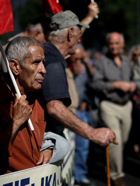 Ζητούν επιστροφή των λανθασμένων εισφορών στις επικουρικές   tanea.gr