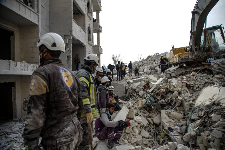 Συρία: Μπαράζ αεροπορικών επιδρομών με 35 νεκρούς | tanea.gr