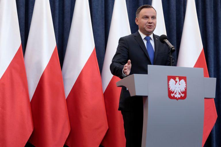 Πολωνία: «Πράσινο φως» αμφιλεγόμενου νόμου για το Ολοκαύτωμα | tanea.gr