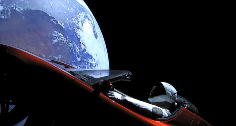 Η SpaceX έγραψε ιστορία: Εκτόξευσε τον ισχυρότερο πύραυλο μαζί με ένα αυτοκίνητο | tanea.gr