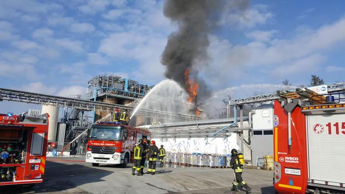 Ιταλία: Εκρηξη σε εργοστάσιο επεξεργασίας απορριμάτων   tanea.gr