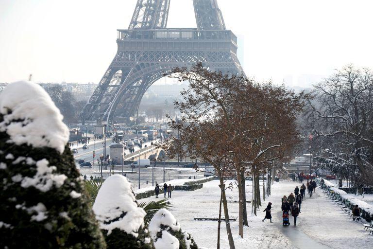 Το χιόνι έκλεισε τον Πύργο του Άιφελ - Ακυρώσεις πτήσεων στο Ορλί | tanea.gr