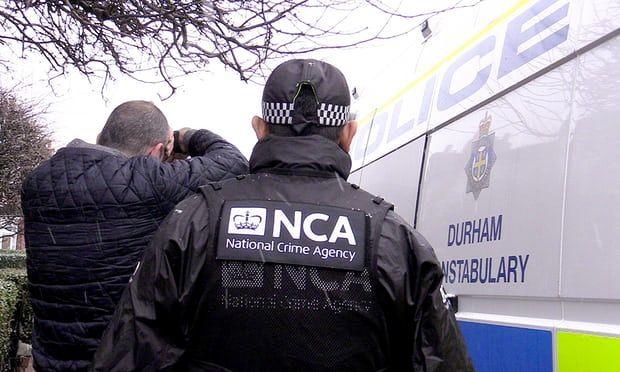 Βρετανία: Κρατούσαν 200 μετανάστες ως δούλους σε ανθοκομείο   tanea.gr