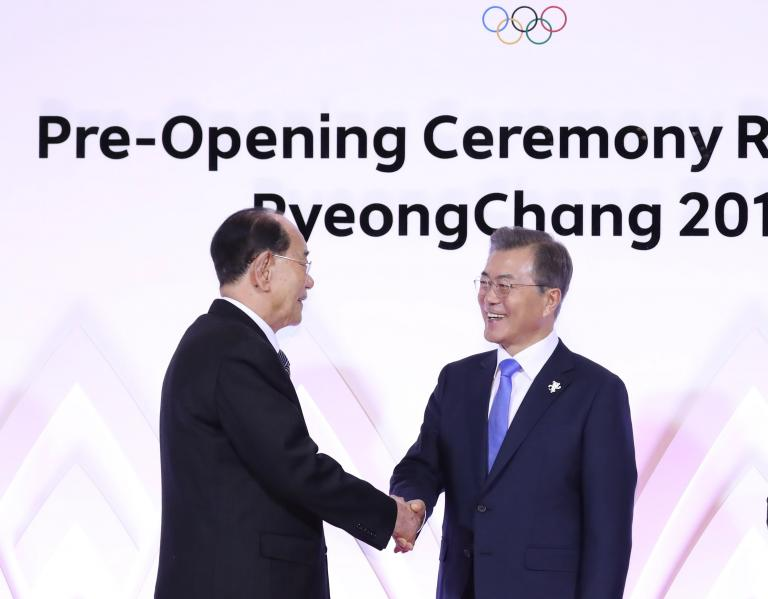 Κορέα: Χειραψία «ολυμπιακών» διαστάσεων   tanea.gr