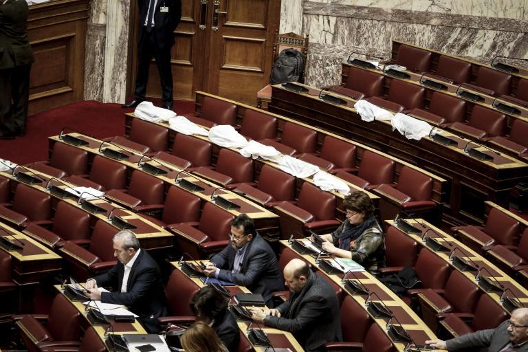 Απίστευτες καταστάσεις: Πλημμύρισε η Ολομέλεια της Βουλής | tanea.gr