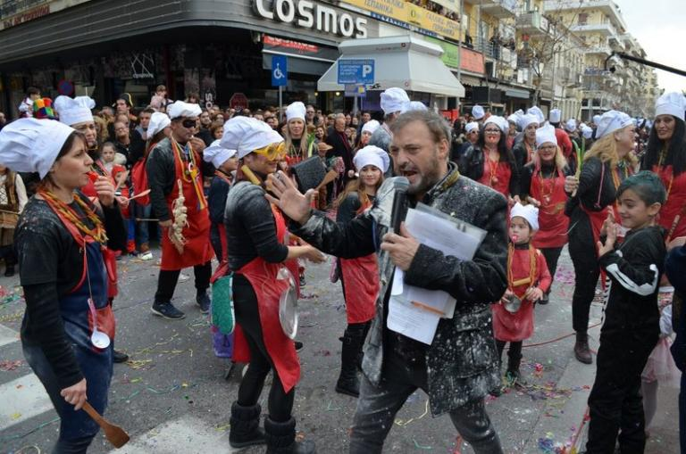 Χαμός με τον Φερεντίνο: Τον αλεύρωσαν και εγκατέλειψε το καρναβάλι | tanea.gr