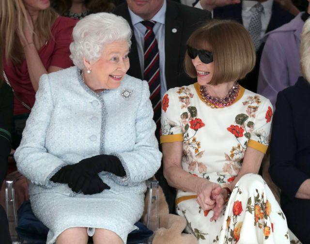 Στην Εβδομάδα Μόδας ξαφνικά η βασίλισσα Ελισάβετ | tanea.gr