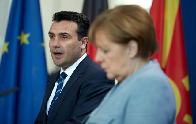 Η χαρούμενη Μέρκελ, ο «Μακεδόνας» Ζάεφ και η πολυπόθητη λύση | tanea.gr