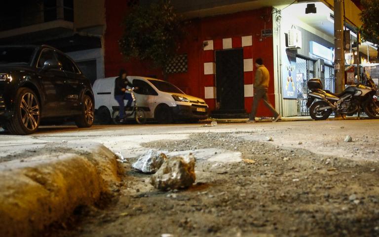 Επίθεση κουκολοφόρων σε σύνδεσμο του Ολυμπιακού   tanea.gr