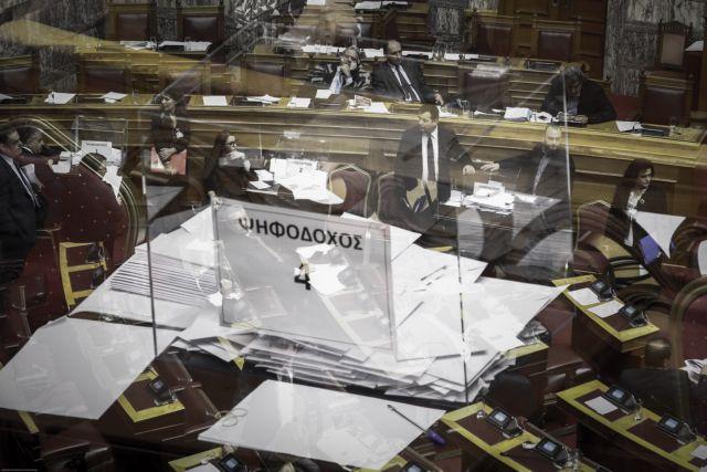 Παραπέμπονται και τα 10 πολιτικά πρόσωπα - Σκοτωμός με πρωτοφανείς εκφράσεις | tanea.gr