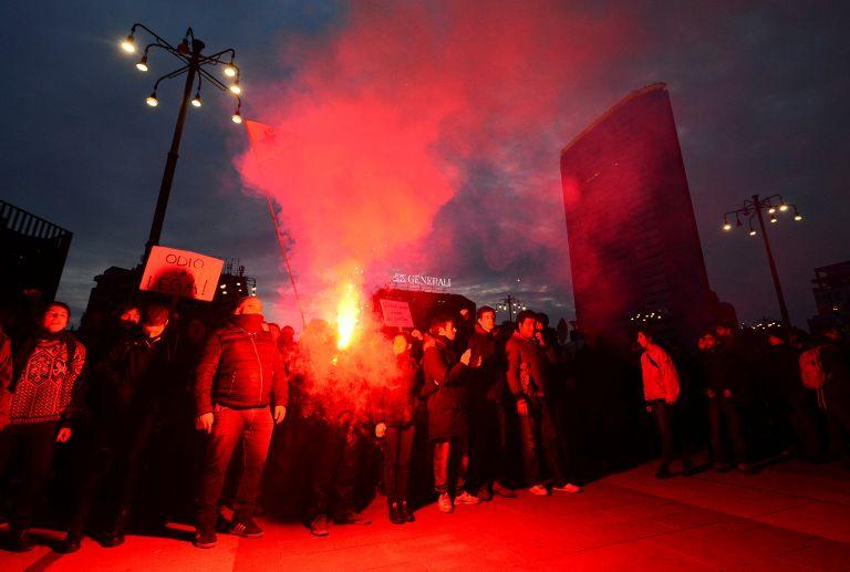 Ιταλία: Διαδηλώσεις αντιφασιστών και ακροδεξιών - Συγκρούσεις με αστυνομία   tanea.gr