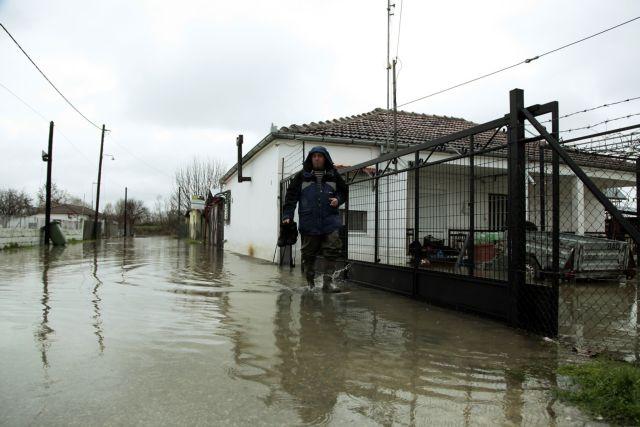 Εκκένωση σπιτιών στα Τρίκαλα λόγω κατολισθήσεων | tanea.gr
